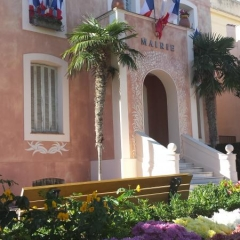 Mairie > Photo sur Saint-Jean-Cap-Ferrat de Chou-and-Chou